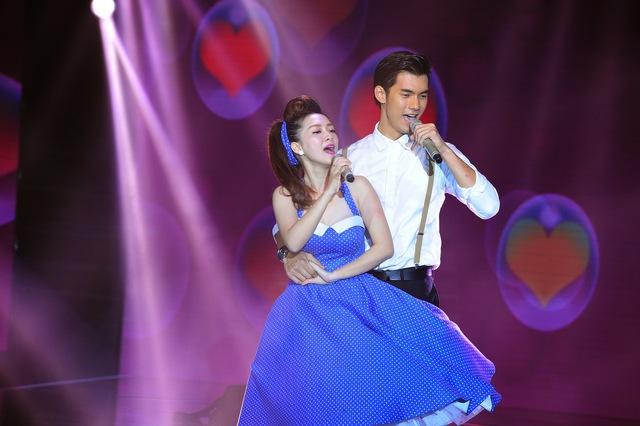 Đinh Hương - Nhan Phúc Vinh nồng nàn, da diết qua ca khúc Say tình trong sự reo hò của đông đảo fan.