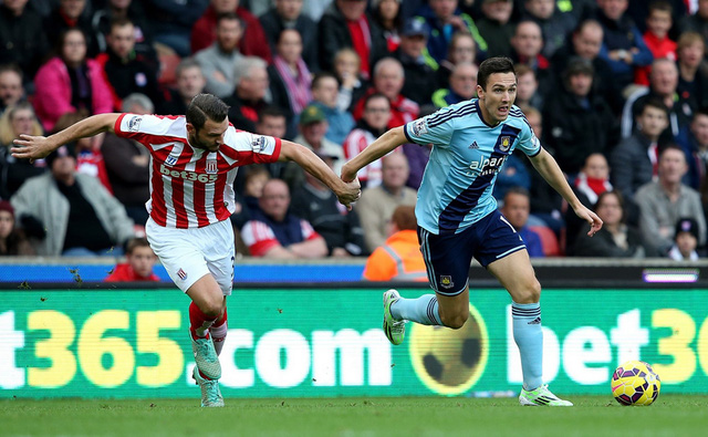 Một cuộc đối đầu hấp dẫn khác là cuộc đọ sức giữa Stoke City và West Ham.
