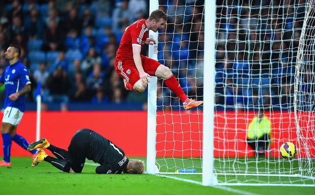 Bàn thắng duy nhất ở trận đấu này là pha đốt đền của Esteban Cambiasso tuy nhiên Chris Bunt (áo đỏ) bên phía West Brom đã góp công lớn.