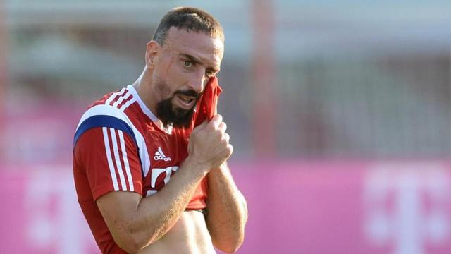Franck Ribery không thể thi đấu do chấn thương