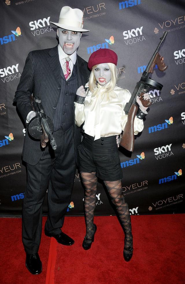 Cặp đôi thây ma Rick Fox và Eliza Dushku