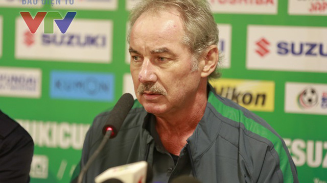 HLV Riedl khá thất vọng khi lần đầu tiên không thể giúp một đội bóng lọt vào bán kết AFF Cup. Ảnh: Minh Nguyễn