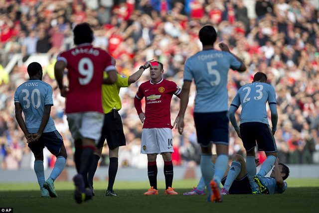 Chiếc thẻ đỏ thứ 6 trong sự nghiệp của Rooney
