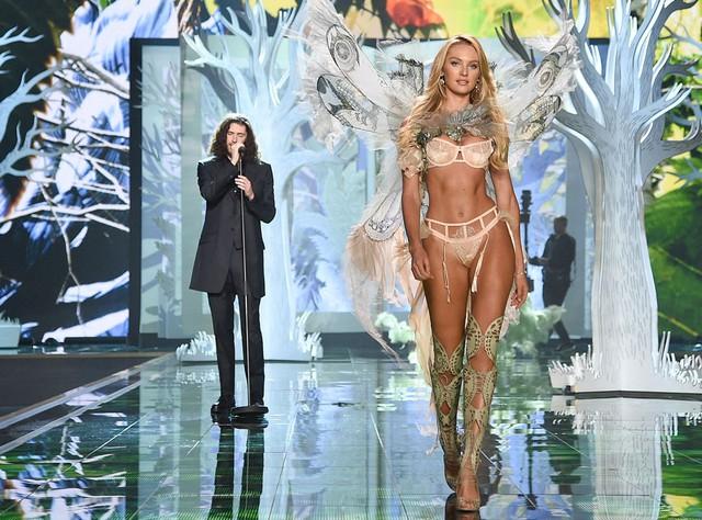 Candice Swanepoel xinh đẹp trên sàn diễn