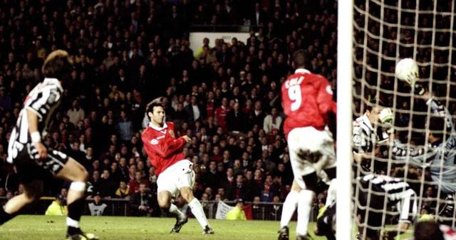 Bàn thắng của Ryan Giggs mang lại rất nhiều cảm xúc cho người hâm mộ Man Utd.