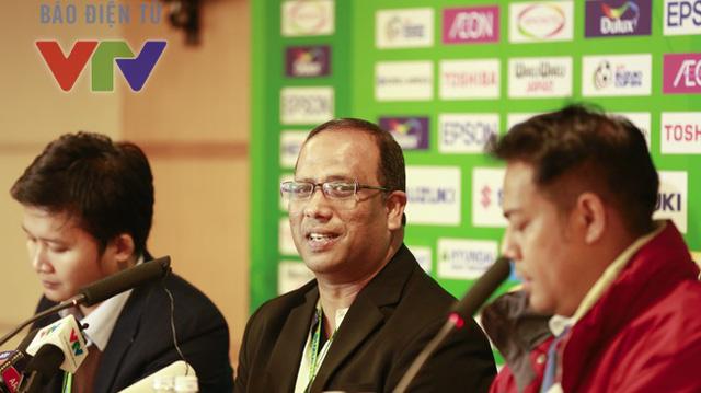 HLV Salleh (giữa) rất muốn rửa hận sau khi lỡ chiếc cúp vô địch năm 1996 trước Kiatisuk và các đồng đội.