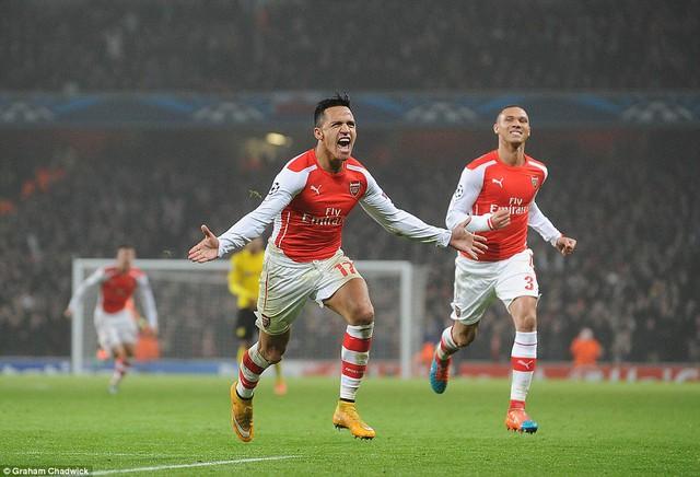 Alexis Sanchez góp một bàn trong chiến thắng 2-0 của Arsenal