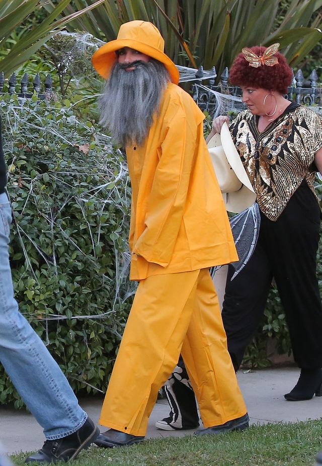 Hoa hậu FBI Sandra Bullock lọm khọm trong bộ dạng ông già đánh cá