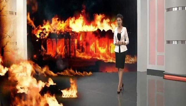 """Hình ảnh ấn tượng của nữ MC trong không gian """"trường quay ảo"""" của """"Chuyển động 24h"""""""