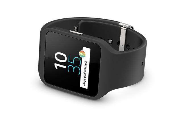 Smartwatch 3 được thiết kế gọn nhẹ với màn hình vuông có độ phân giải 320 x 320 pixel