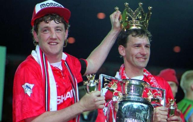 Steve Bruce là người đầu tiên khiến người ta phải nhắc đến Fergie Time tại Premier League.