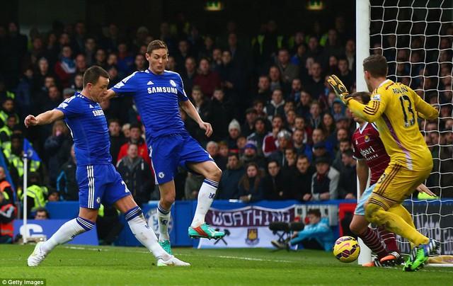 Thủ quân Terry mở tỉ số phút 31.