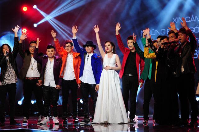 Các thí sinh của Nhân tố bí ẩn 2014 cùng hòa giọng trong ca khúc Time to say goodbyevà Một ngày bình yêntrước khi kết quả đêm thi được công bố