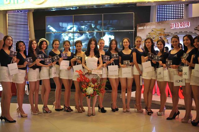 18 người đẹp của Hoa khôi áo dài Việt Nam cùng giám khảo Trương Ngọc Ánh