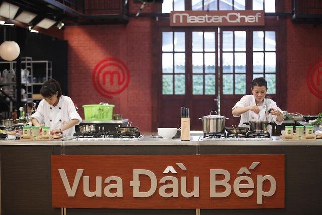 Sức nóng trong căn bếp của MasterChef Vietnam bùng lên mạnh mẽ trong cuộc chiến ẩm thực đầy kịch tính và gây cấn.