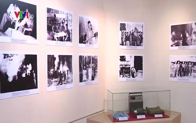 Một số hình ảnh, hiện vật về cuộc đời, sự nghiệp Đại tướng Lê Trọng Tấn tại triển lãm. (Ảnh: VTV News)