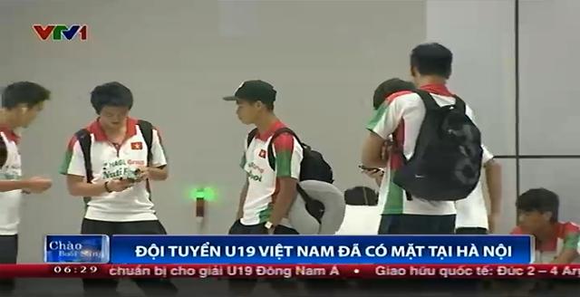 Đội tuyển U19 Việt Nam tại Sân bay. Họ sẽ có cuộc chạm trán đầu tiên với U19 Australia vào ngày mai (5/9).