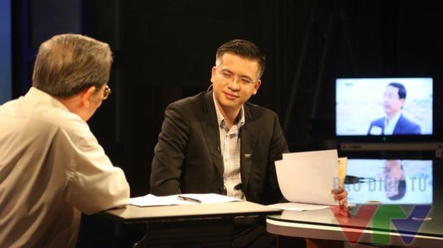 BTV Quang Minh trong chương trình Vấn đề hôm nay