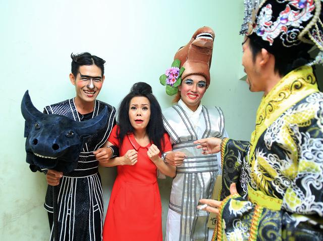 Việt Hương - Hoài Linh ở hậu trường sân khấu
