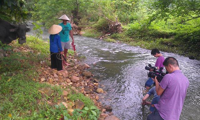 Anh Cameron McLennan, quốc tịch Úc trải nghiệm cuộc sống người Tày ở Chiêm Hóa, Tuyên Quang.
