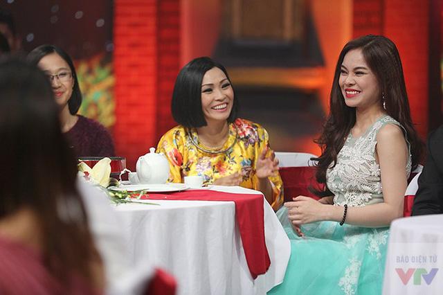 Nữ ca sĩ Phương Thanh và quán quân của Nhân tố bí ẩn 2014 - ca sĩ Giang Hồng Ngọc.