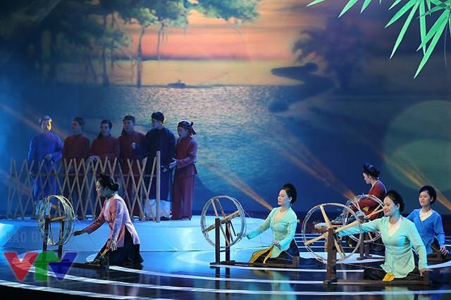 Vào tháng 11, dân ca ví dặm Nghệ Tĩnh của Việt Nam làdi sản văn hóa phi vật thể đại diện của nhân loại