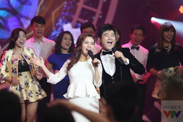 Ca sĩ Nguyễn Ngọc Anh và Anh Quân với một tiết mục khuấy động chương trình.