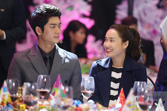 Nam diễn viên Hàn Quốc Kim Tae Oh và nữ diễn viên Nhã Phương - hai diễn viên chính của Tuổi Thanh Xuân. Bộ phim sẽ chính thức lên sóng VTV3 vào ngày 17/12.