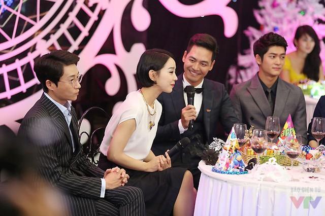 Phan Anh giao lưu cùng nữ diễn viên Hàn Quốc và ê-kíp phim Tuổi thanh xuân - bộ phim hợp tác giữa Hàn Quốc và Việt Nam.