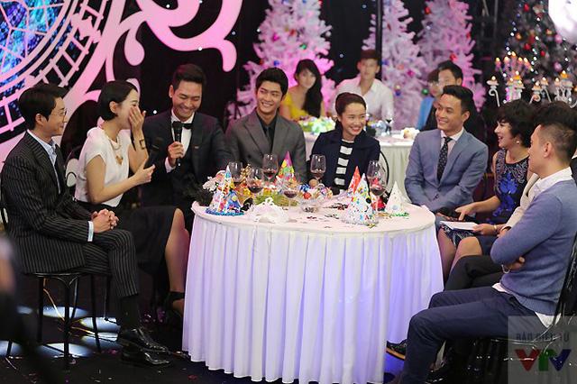 Đoàn làm phim Tuổi thanh xuân tại Gặp gỡ VTV. Các diễn viên Hàn đã có những chia sẻ vô cùng thú vị về ấn tượng của họ khi đến Việt Nam.