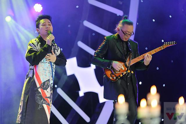 Ca sĩ Tùng Dương và nghệ sĩ Nguyên Lê.
