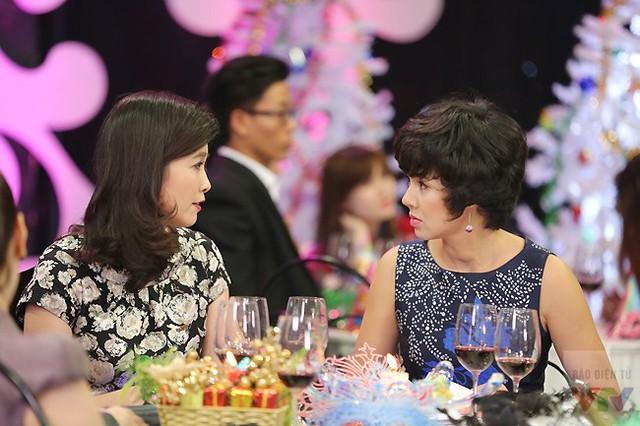 MC Diễm Quỳnh trò chuyện với BTV Diệp Anh - một trong 3 người dẫn của Vấn đề hôm nay, chương trình vừa lên sóng vào tháng 12/2014.
