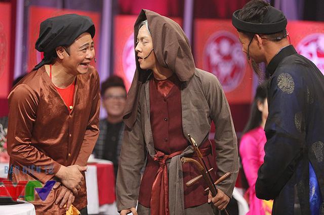 Phần đối đáp đầu tiên giữa Hoài Lâm và hai nghệ sĩ Tự Long và Xuân Bắc.