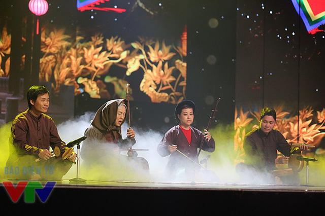 Hoài Lâm một lần nữa hóa thân thành nghệ nhân Hà Thị Cầu và trình bày bài xẩm Thập ân.