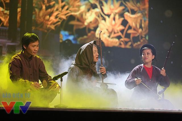 Hoài Lâm đã từng gây sốt khi vào vai nghệ nhân Hà Thị Cầu khi tham gia Gương mặt thân quen. Phần hóa thân này đã trở thành một bước quan trọng giúp Hoài Lâm giành ngôi vị quán quân của Gương mặt thân quen 2014.