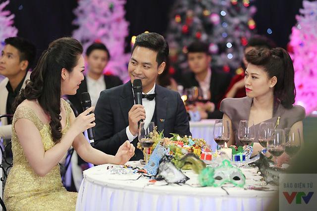 MC Phan Anh bày tỏ sự ngưỡng mộ với cuộc sống đầy viên mãn của Á hậu Thụy Vân. Nam MC cũng nói rằng đã quá lâu anh không còn được thấy bóng dáng cô trong showbiz Việt.