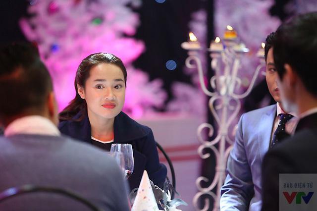 Nữ diễn viên trẻ có những nét biểu cảm vô cùng dễ thương tại trường quay.