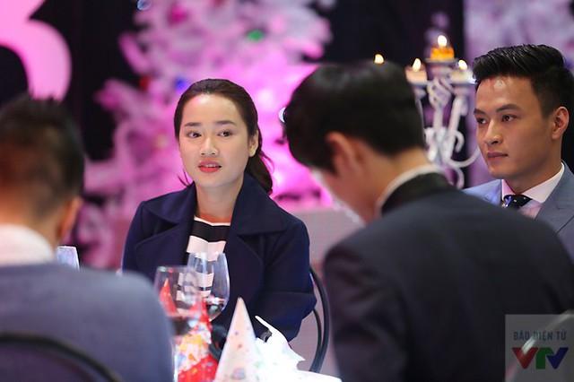 Sự trẻ trung và rạng rỡ của Nhã Phương đã khiến cô nhận được nhiều sự chú ý khi xuất hiện tại buổi ghi hình.