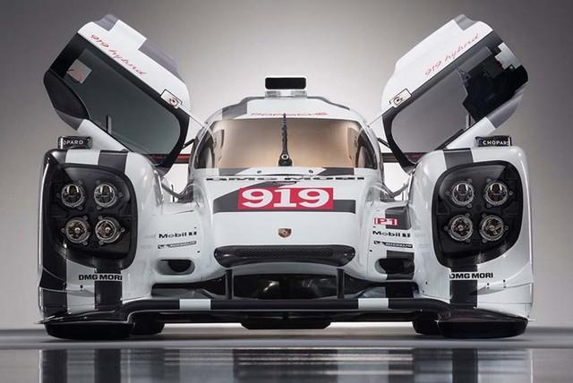 Chiếc xe đua Porsche 919 đặc biệt ấn tượng trong buổi triển lãm