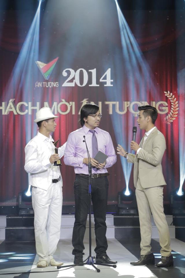 2 người có nhiệm vụ công bố giải thưởng Khách mời ấn tượng.
