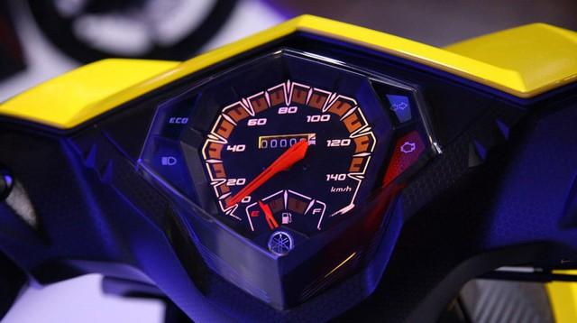Mio M3 125 sử dụng đồng hồ hiển thị với những chi tiết hình khối cứng cáp