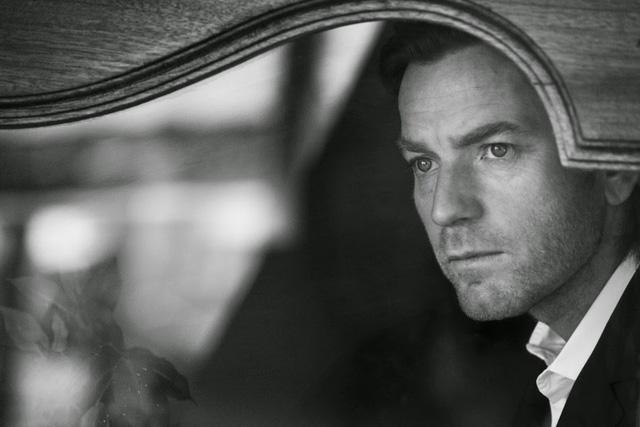 Tham gia bộ ảnh còn có nam tải tử Ewan McGregor.