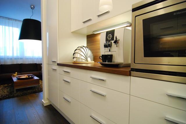 Dù không có diện tích lớn, song, căn bếp vẫn đầy đủ tiện nghi với các vật dụng hiện đại