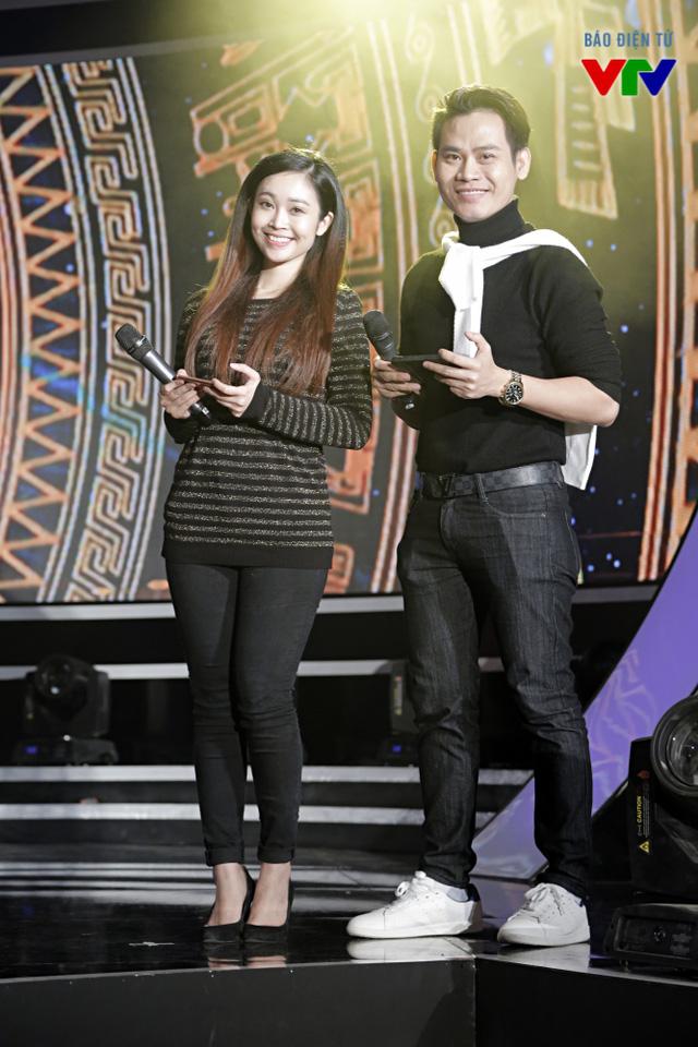 MC Thùy Linh và MC Hồng Phúc đảm nhận vai trò dẫn chương trình lễ bế mạc