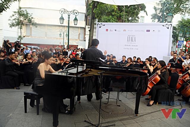 Chiều 15/11, Luala Concert 2015 đã chính thức khai mạc tại Hà Nội. Với mục tiêu mang âm nhạc cổ điển đến với người dân thủ đô, chương trình còn 4 buổi biểu diễn miễn phí diễn ra từ 15-17h chiều Chủ Nhật hàng tuần.