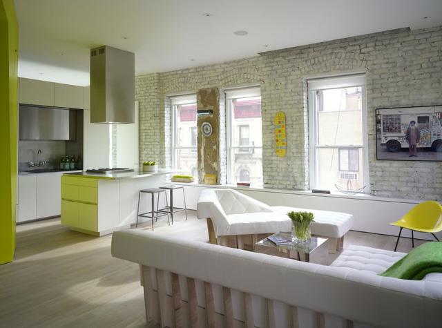 Bếp liên thông với phòng khách tạo nên một không gian mở thoáng đãng