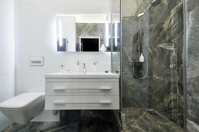 Phòng tắm với nội thất tối giản nhưng tiện nghi