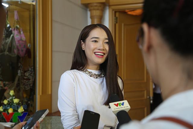 Được nhiều khán giả biết tới khi xuất hiện trong bộ phim ngắn Xin lỗi! Anh chỉ là thằng bán bánh giò, thế nhưng cái tên Nhã Phương chỉ thật sự trở thành hiện tượng sau bộ phim hợp tác Việt - Hàn năm 2014 mang tên Tuổi thanh xuân.