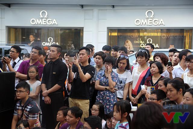 Buổi biểu diễn thu hút sự quan tâm của đông đảo người dân Hà Nội.