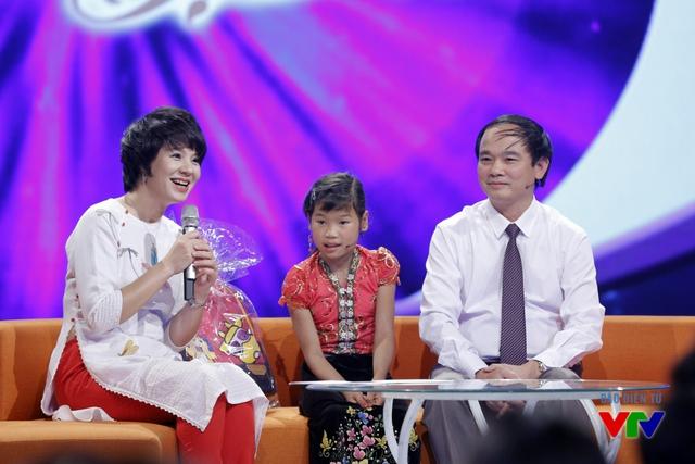 Sau câu chuyện của bé Tú Anh, khán giả lại được lắng nghe câu chuyện về cuộc sống mới của bé Hà Thị Niên ở xã Khoen On, Lai Châu sau khi được loại bỏ khối u trên cổ.